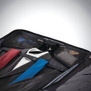 Samsonite Silhouette 16 Duet Spinner Garment Bag in the color Obsidian Black.