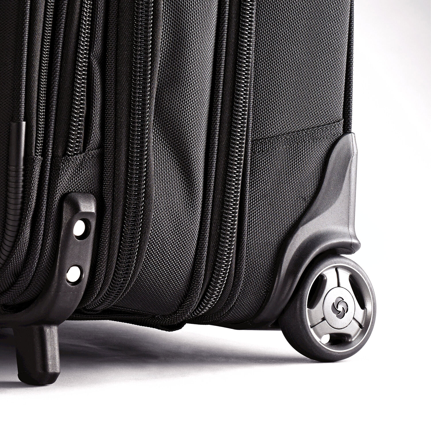 Samsonite Business Wheeled Case Overnighter In The Color Black