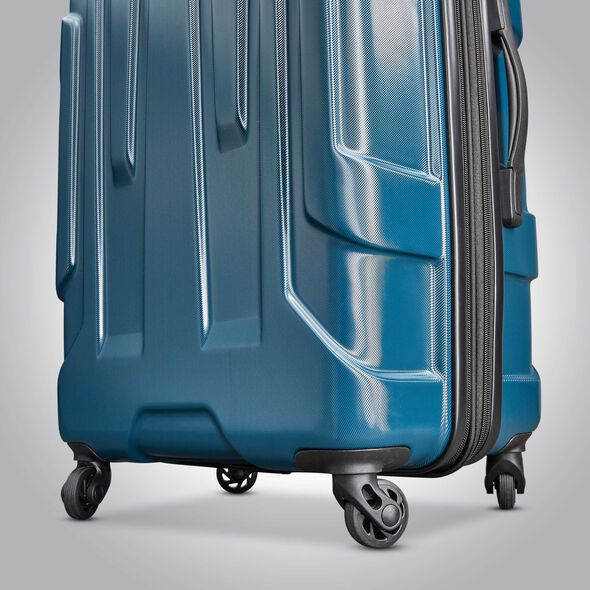 "Samsonite Centric 28"" Spinner in the color Teal."