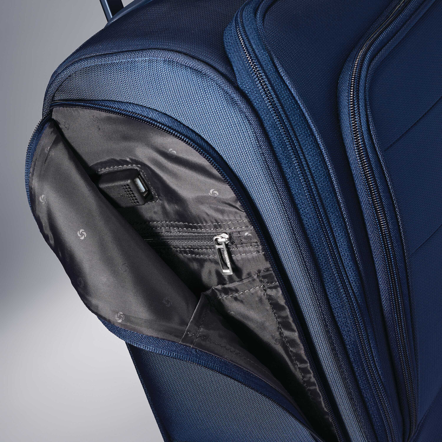 ac8ad9248a591 Samsonite Flexis Underseater Carry-On Spinner in the color Carbon Blue.