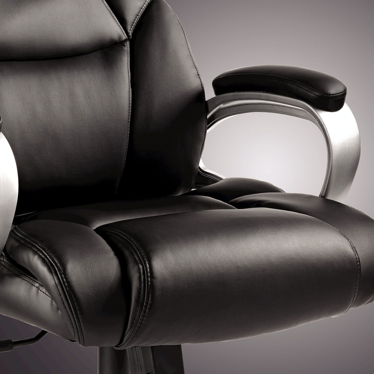 Samsonite Hamburg Tall Premium Bonded Leather Chair In The Color