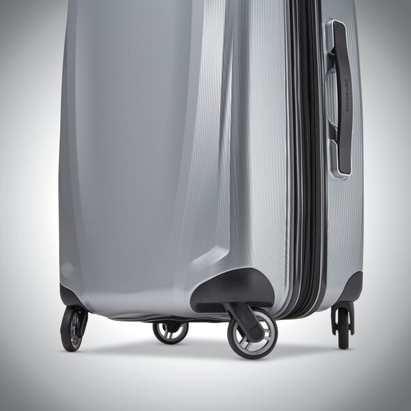 """Samsonite Winfield 3 DLX 28"""" Spinner in the color Silver."""