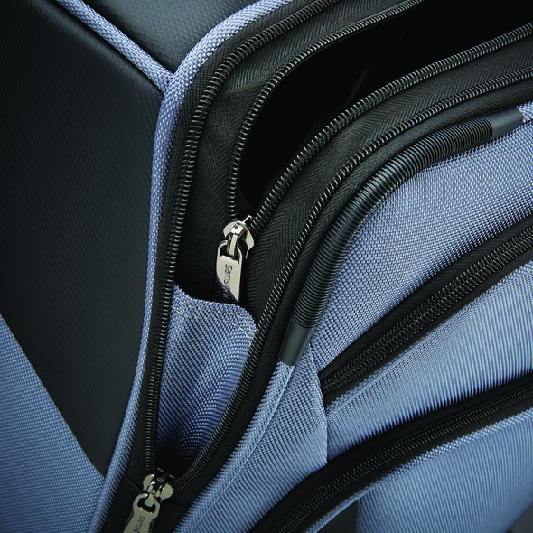 """Samsonite Armage 21"""" Expandable Spinner in the color Steel Blue."""