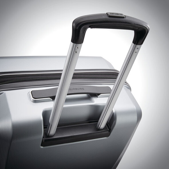 "Samsonite Winfield 3 DLX 20"" Spinner in the color Silver."